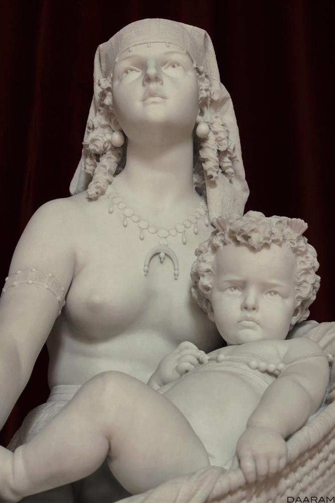 Mother Child: Unknown statue 18 - daaram | ello