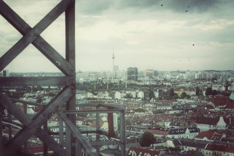 Berlin: Blick vom Gasometer aus - rallegrafix | ello
