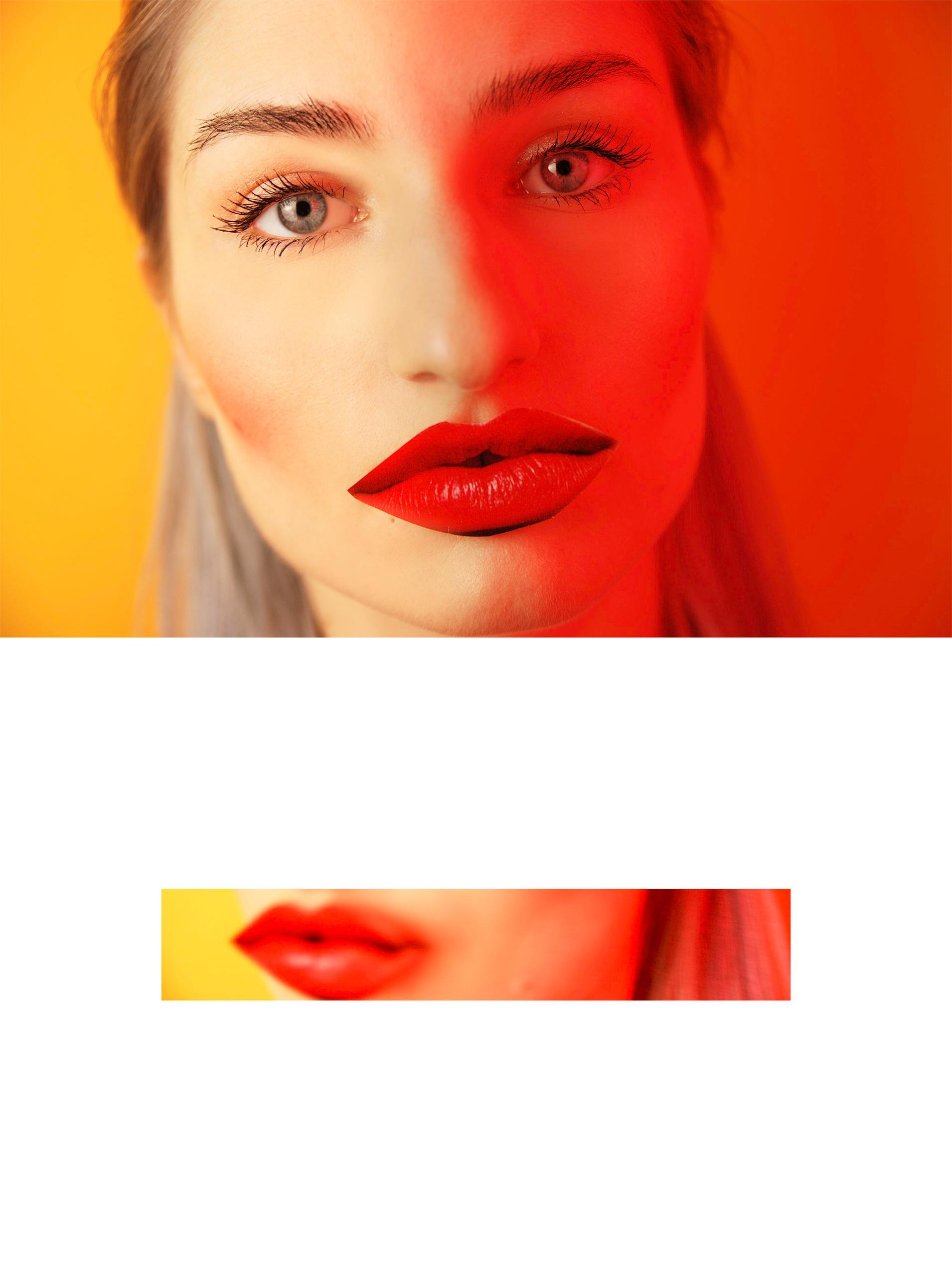 Obraz przedstawia dwa zdjęcia różnej wielkości, na jednym widzimy twarz kobiety oświetloną czerwonym światłem. Na mniejszym, podłużnym zdjęciu poniżej widzimy czerwone usta.
