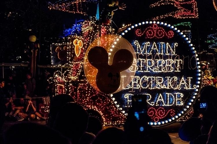 Mouse Power Disneyland, CA peli - peligropictures   ello
