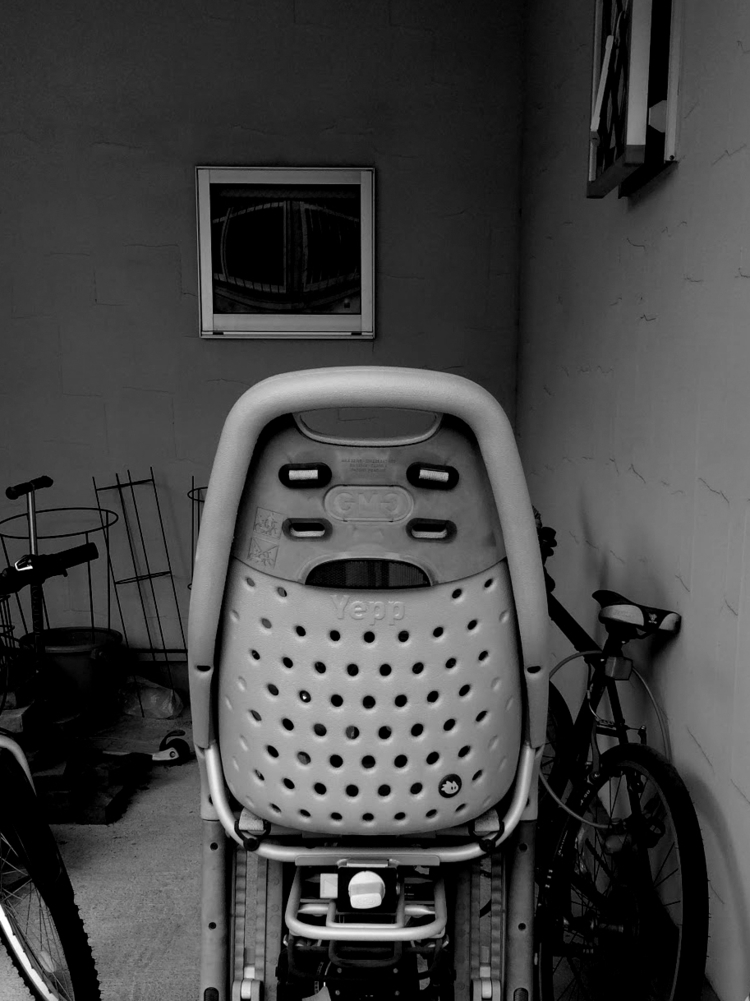 white eyebrows chair Submitted  - ht-photo | ello