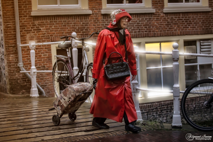 Shopping bad weather - artmen | ello