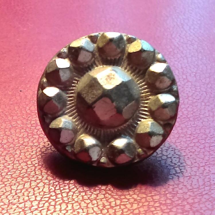 introduced button makers, alumi - broodingsquid   ello