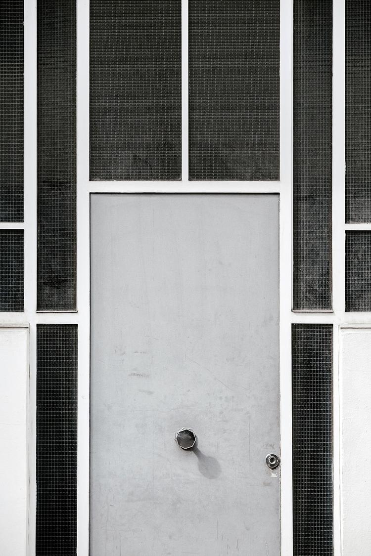 curious door Paris, France - photography - samuelzeller | ello