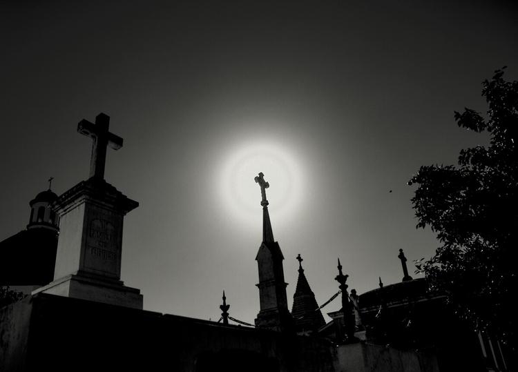 Twilights-1 - cementery, bw, dark - lineaoscura | ello