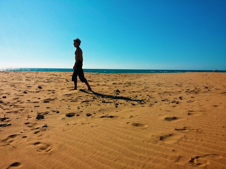 walking beach mind, ocean sand  - mbcapture | ello