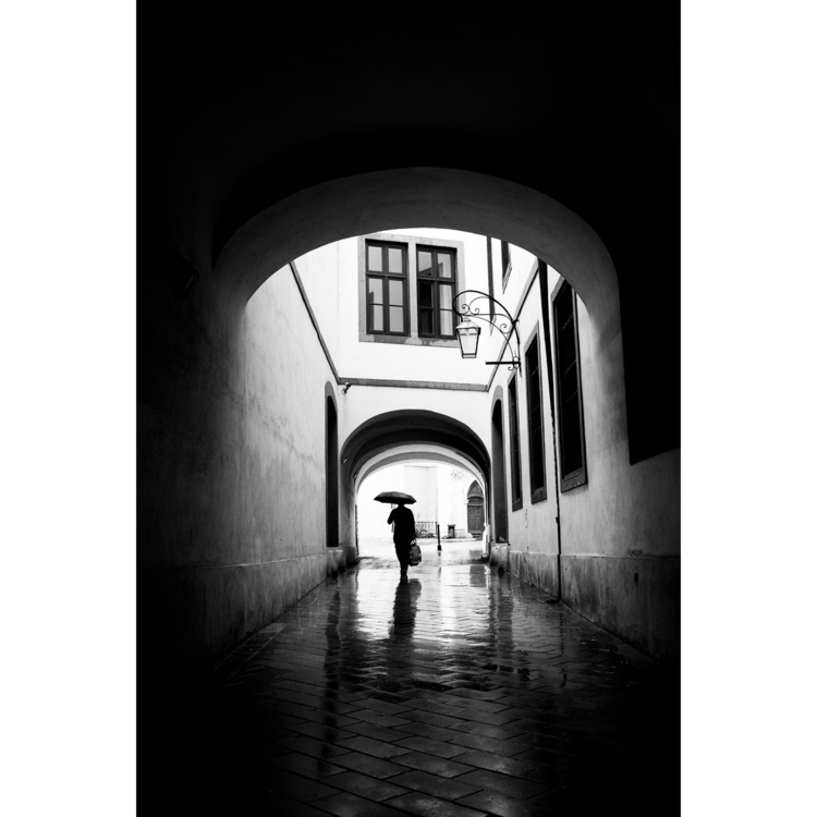 Shelter rain - Ellophotography, streetphotography - vincentsluiter | ello