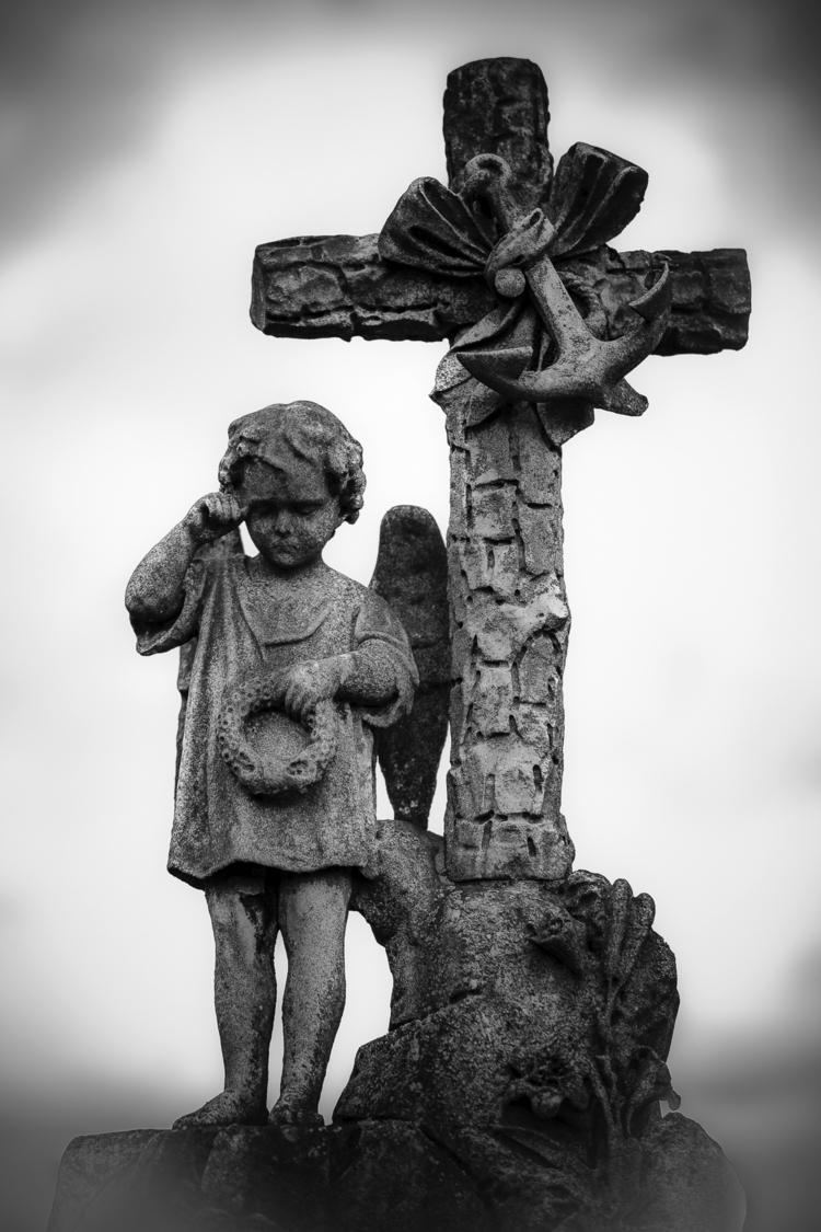 Weeping boy cross tear - statue - ericvandael   ello