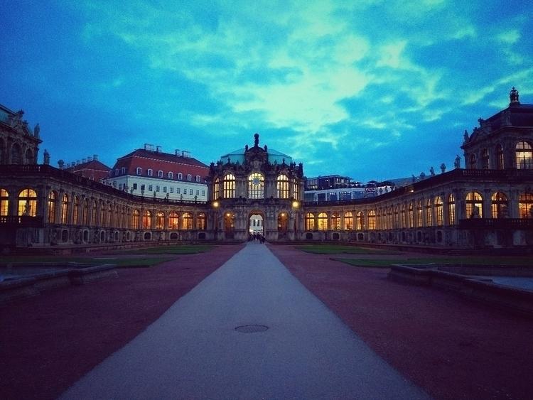 strolling, city, urban, winter - claudio_g_c | ello