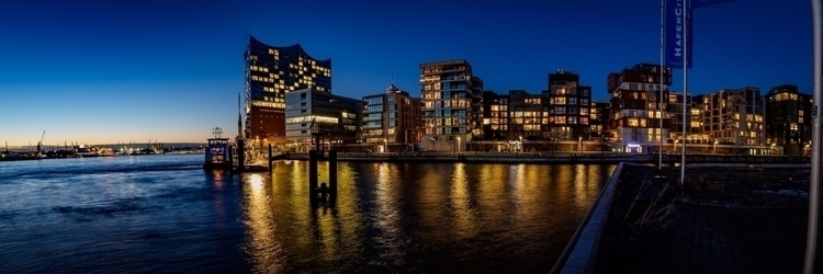 Hamburg Hafencity - bluehour, elbphilharmonie - gkowallek | ello