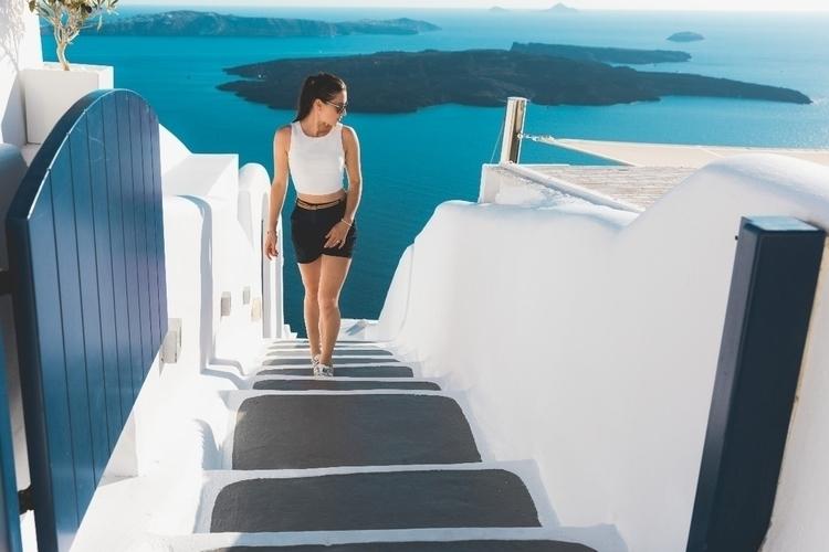 Walking Santorini  - theportraitpr0ject - jazyoki | ello