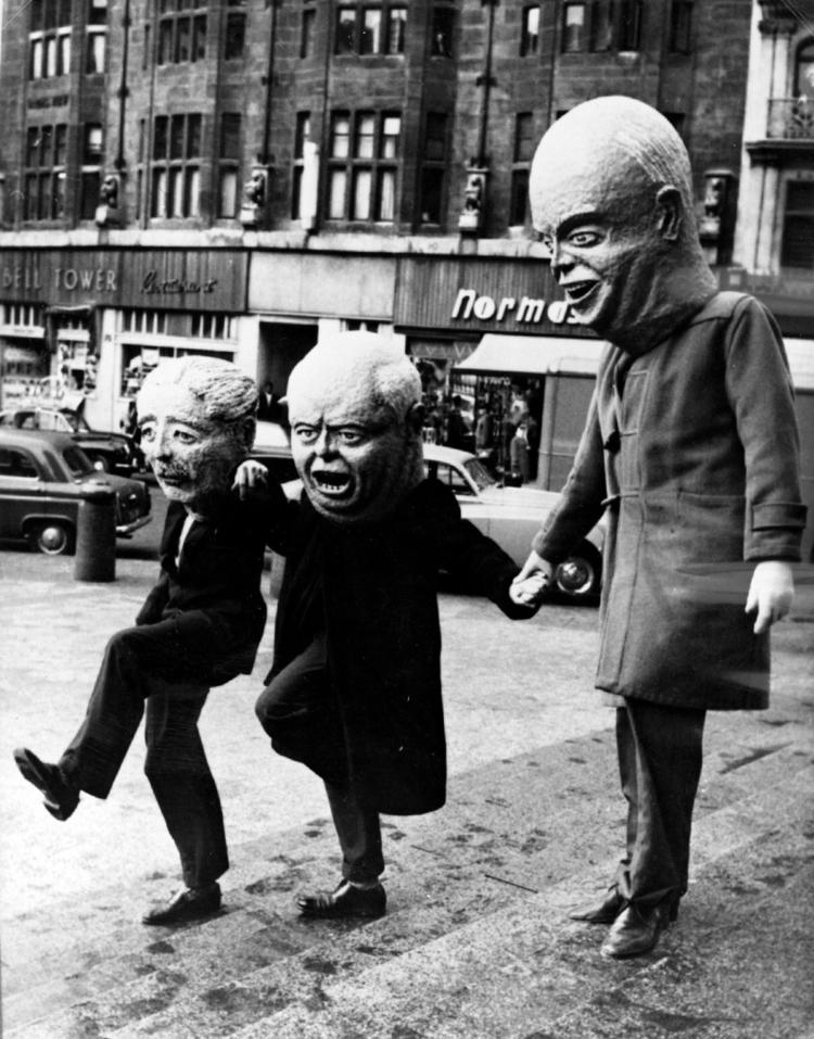 Le Parisien: Khrushchev Giving  - arthurboehm   ello