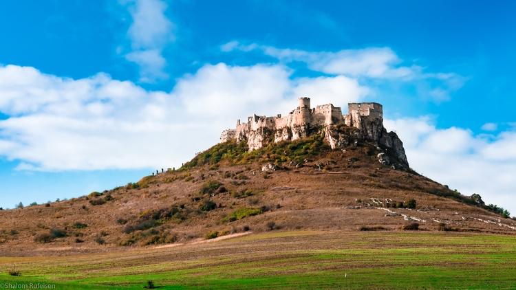Spišský hrad Castle, Slovakia - castle - shutterstalk | ello