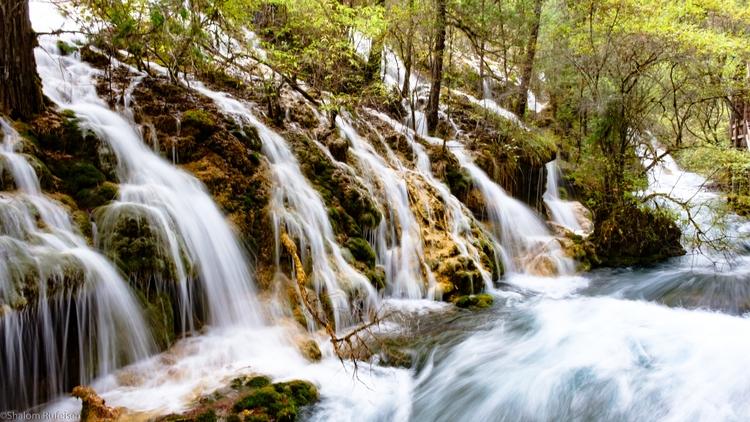 fantastic Water flow Pearl Wate - shutterstalk | ello