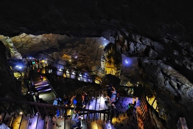 Paradise Cave bei Phong nah, Vi - weltfarben | ello