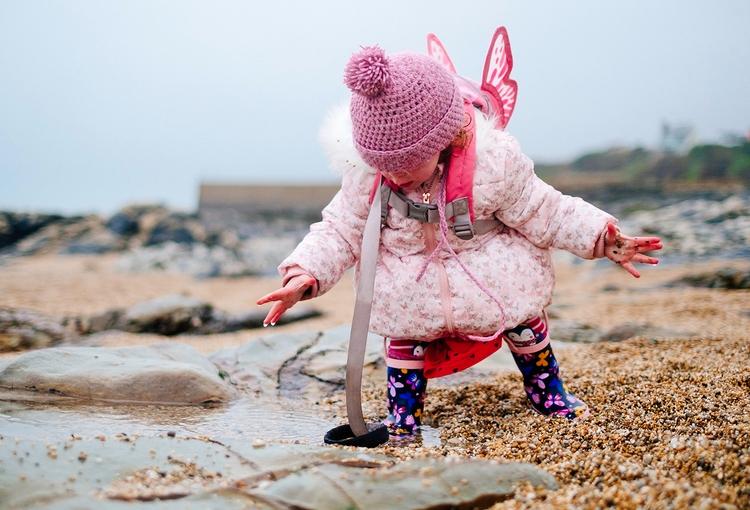 Daughter beach - porthleven, cornwall - applebear1976 | ello