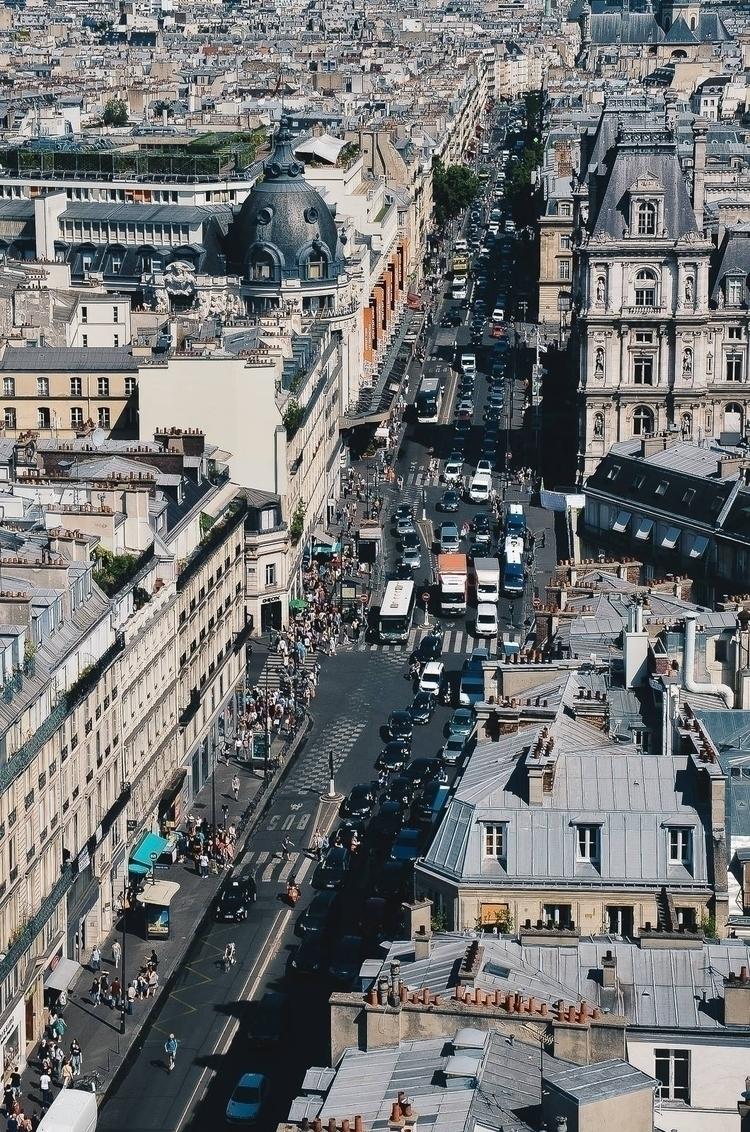 Traffic. Density. Paris, France - aliashade | ello