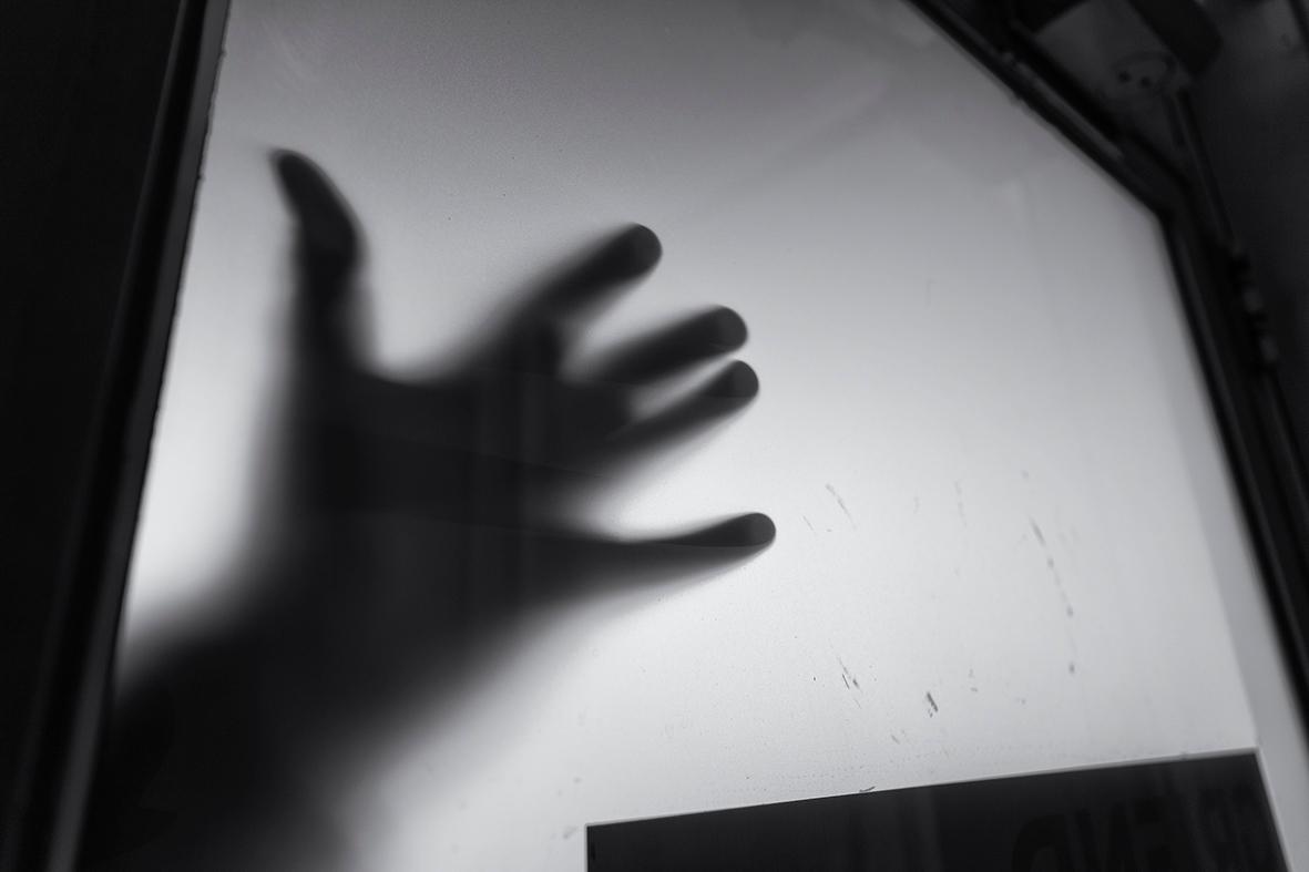 Afraid night. Dark shadows mind - mauriliers | ello
