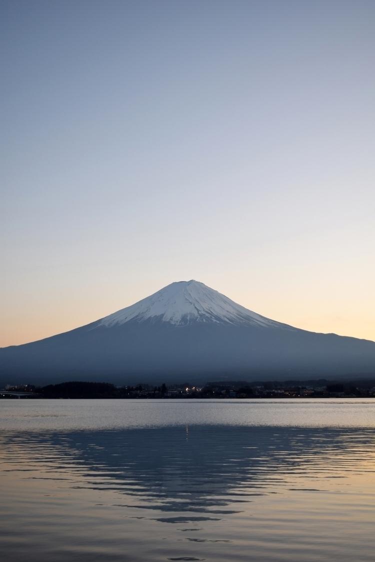 Mt. Fuji view Lake Kawaguchiko - seldg | ello