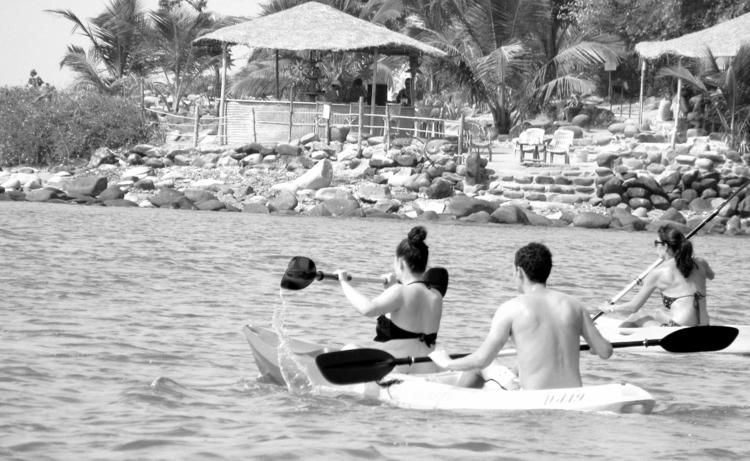 Kayaking, beachhuts, Holidays - unmad | ello