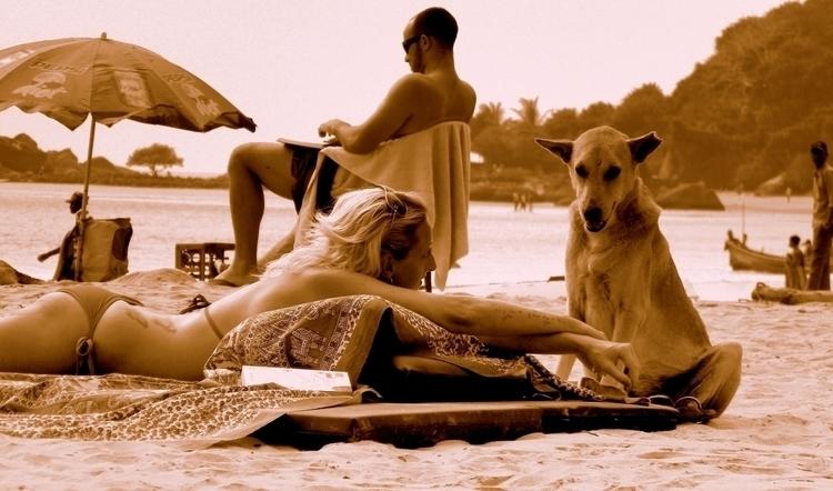 conversation stranger  - beach, Goa - unmad | ello