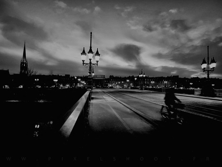 PONT DE PIERRE BORDEAUX . night - pixelshoot | ello