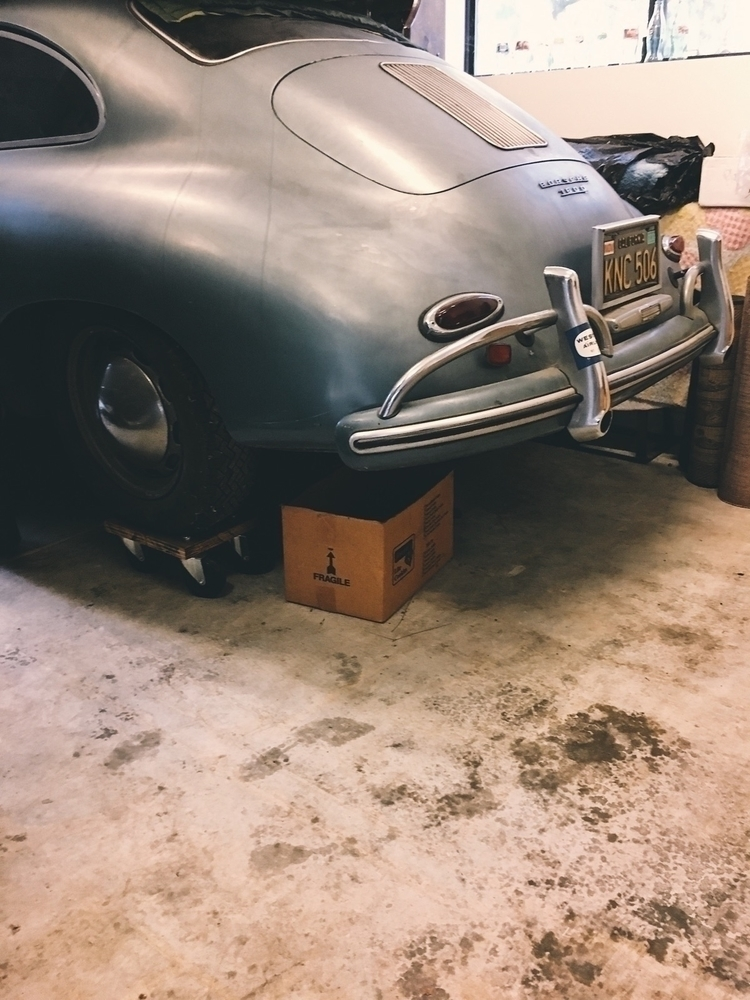 Porsche 356. sitting 40 years.  - tramod | ello