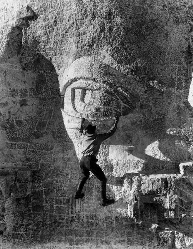 stone carver hangs Thomas eyeli - arthurboehm   ello