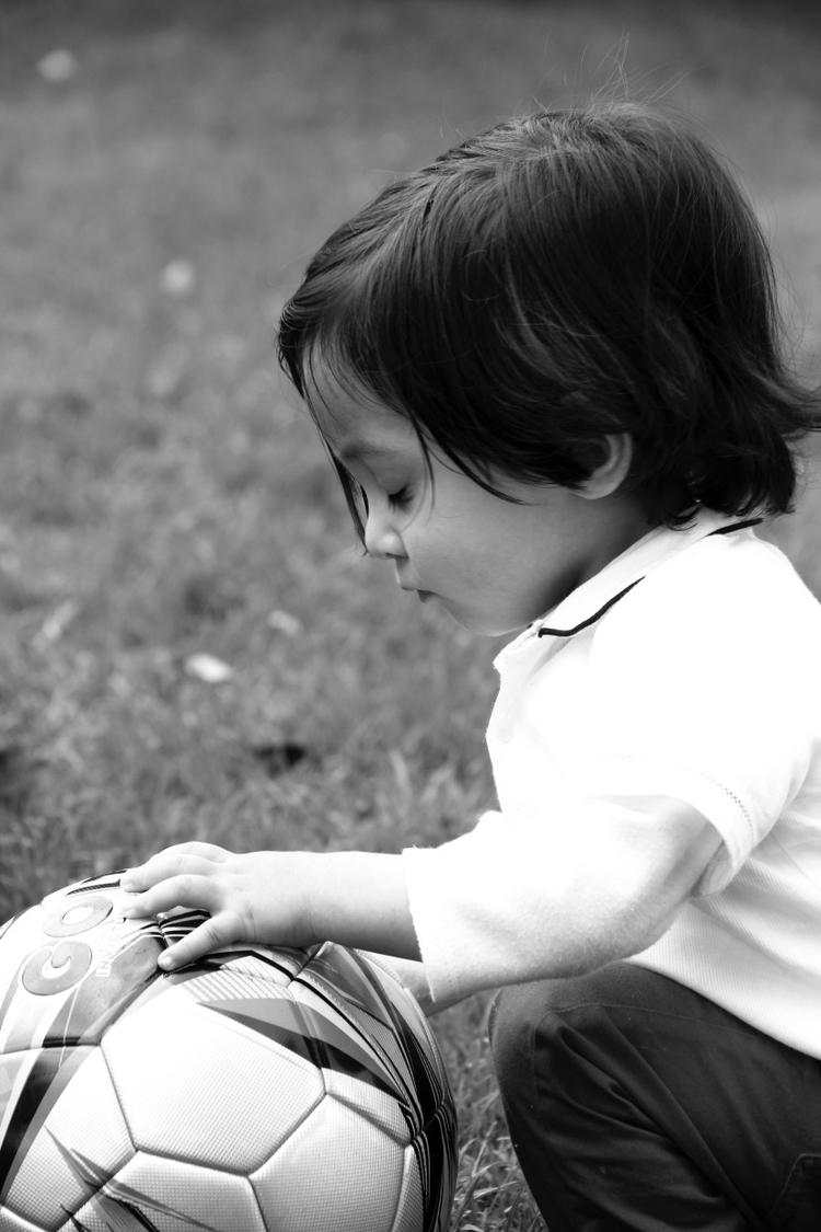 Soccer dream. Ti León - portrait - dairocervantes | ello