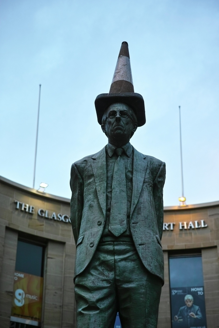 Donald Dewar statue traditional - yannick_glasgow | ello