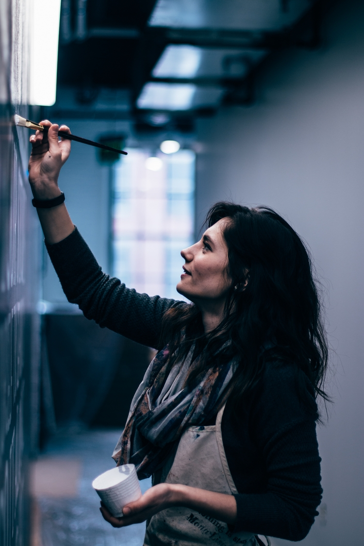 Lisa Quine, working mural proje - tomcsawyer   ello
