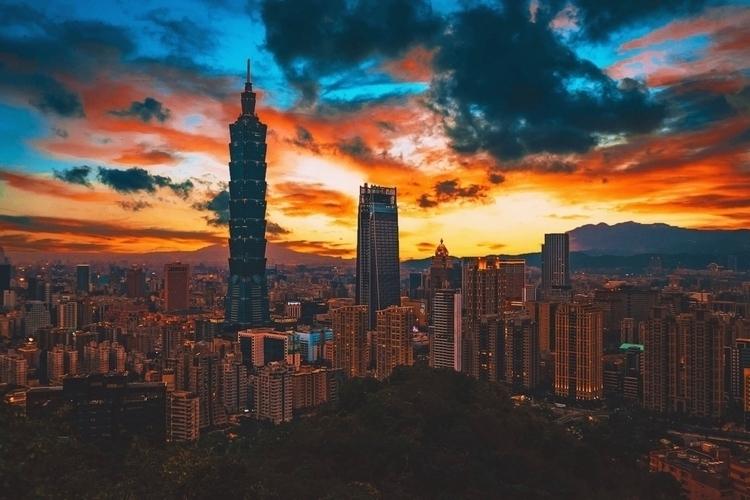 Sunset Taipei, Taiwan. Elephant - rmbulseco | ello