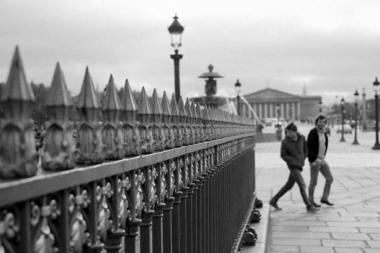 Paris, France - walkingmanwalk - antoamendola | ello