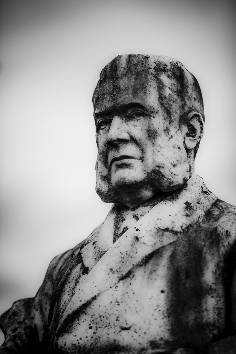 boss - statue, cemetery, graveyard - ericvandael | ello