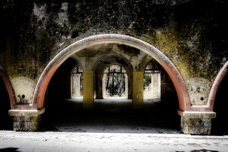 arches (Eleousa serie No4 - decay - ericvandael | ello