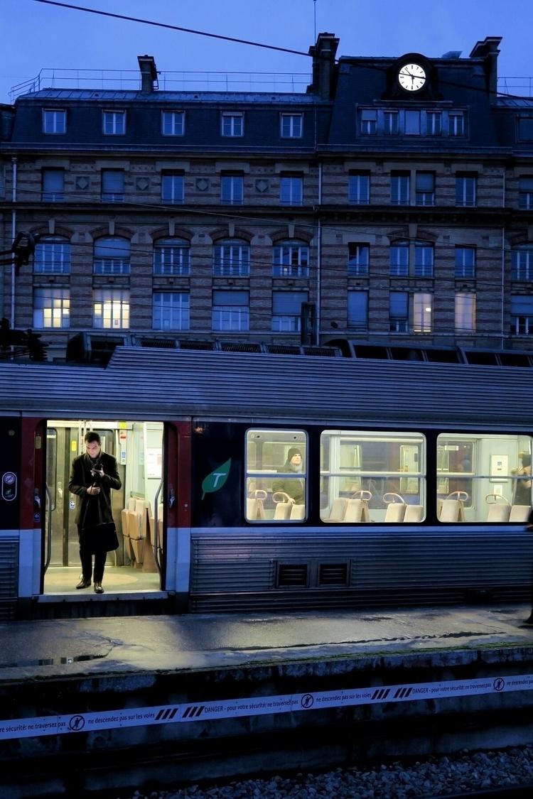 Paris Saint Lazare train statio - visitorq   ello