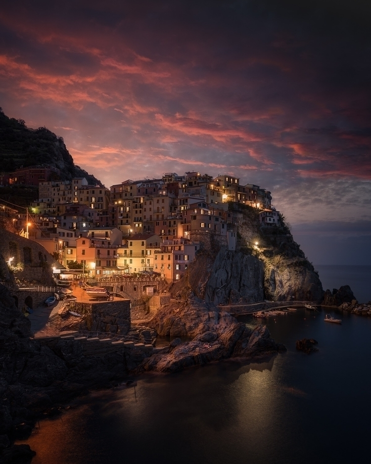 Morning blue hour Manarola, Ita - mindzeye | ello