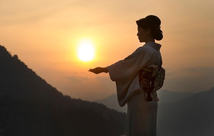 Japanese sunrise - portrait#kimono#Asianbeauty#fashiongram#Asianelegance#Japan#JunkoOkimoto - everettkennedybrown | ello