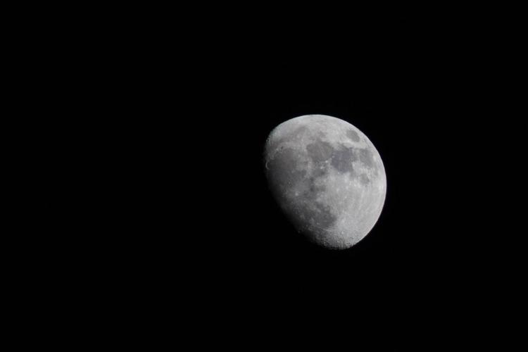 Moon amazing - canonespaña, canon - hector_artist | ello