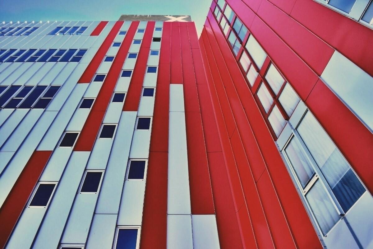 red, bulding, valencia, university - esmaphoto | ello