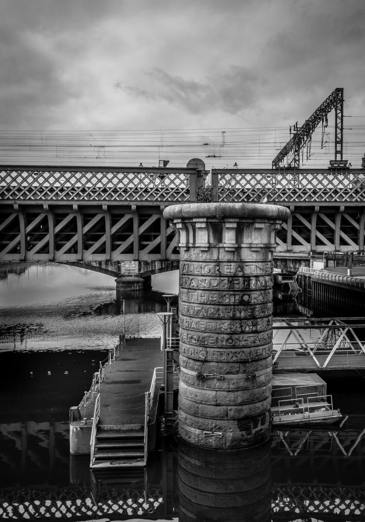 Glasgow, disused railway bridge - naebits   ello