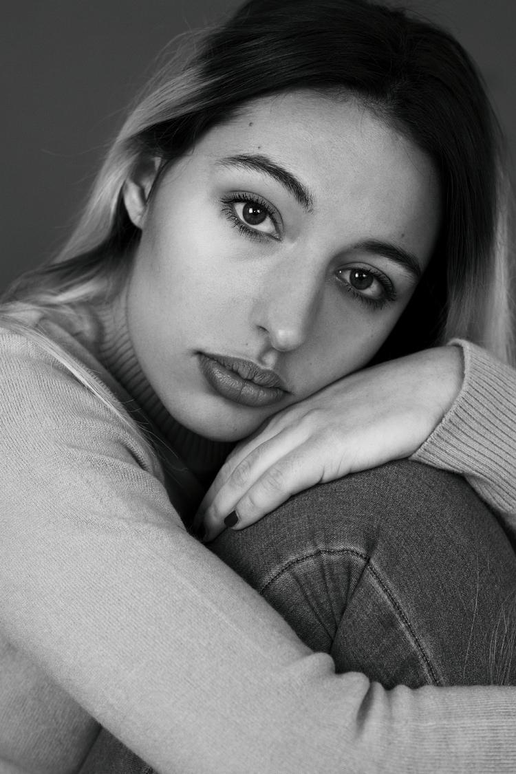 Retrato femenino en estudio - photomaiden | ello