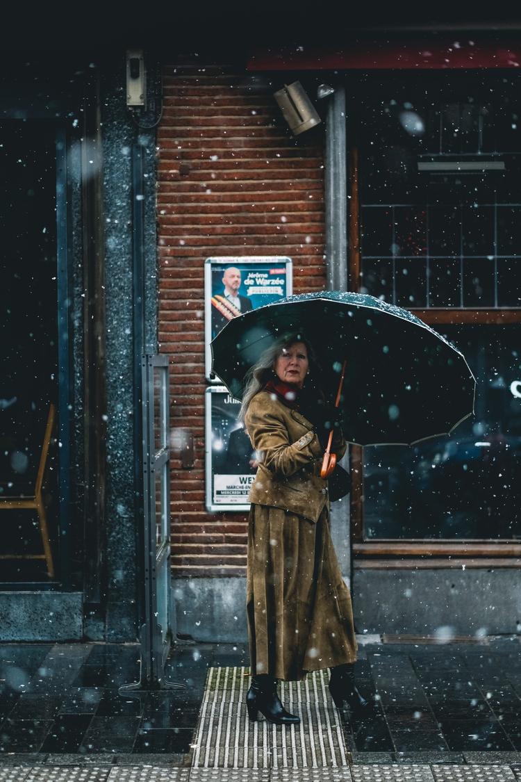 Magnifique jour de neige.  - streetphotography - cloudsdealer | ello