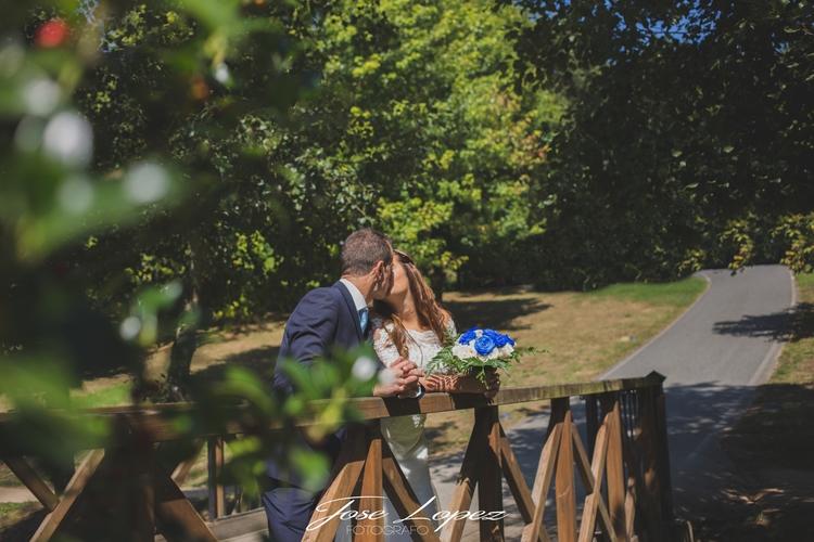 beso en el puente del amor. .#d - fotografojoselopez | ello