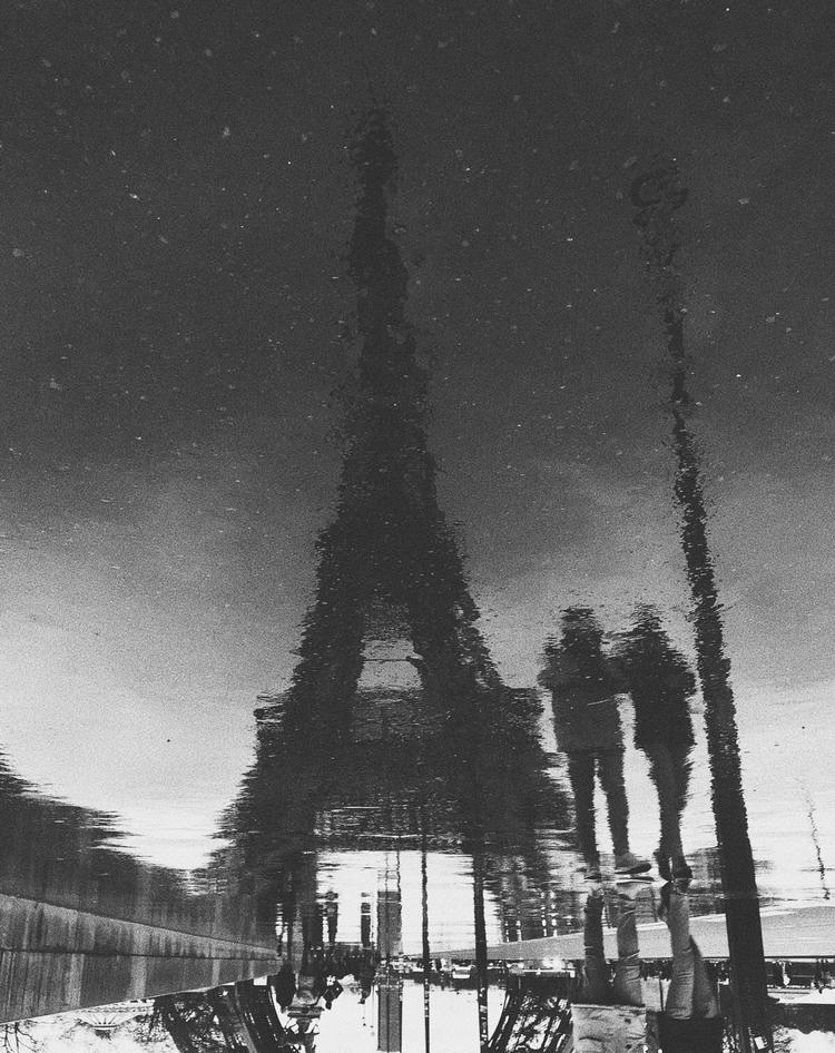 Bésame debajo de la torre París - paaulsoler | ello