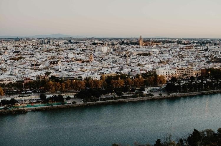 Sevilla, bonita eres, Submitted - rkrd | ello