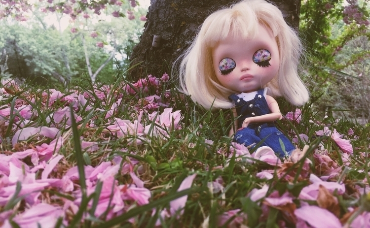 girl sleepy eyes - doll, dollphotography - ellecreative | ello