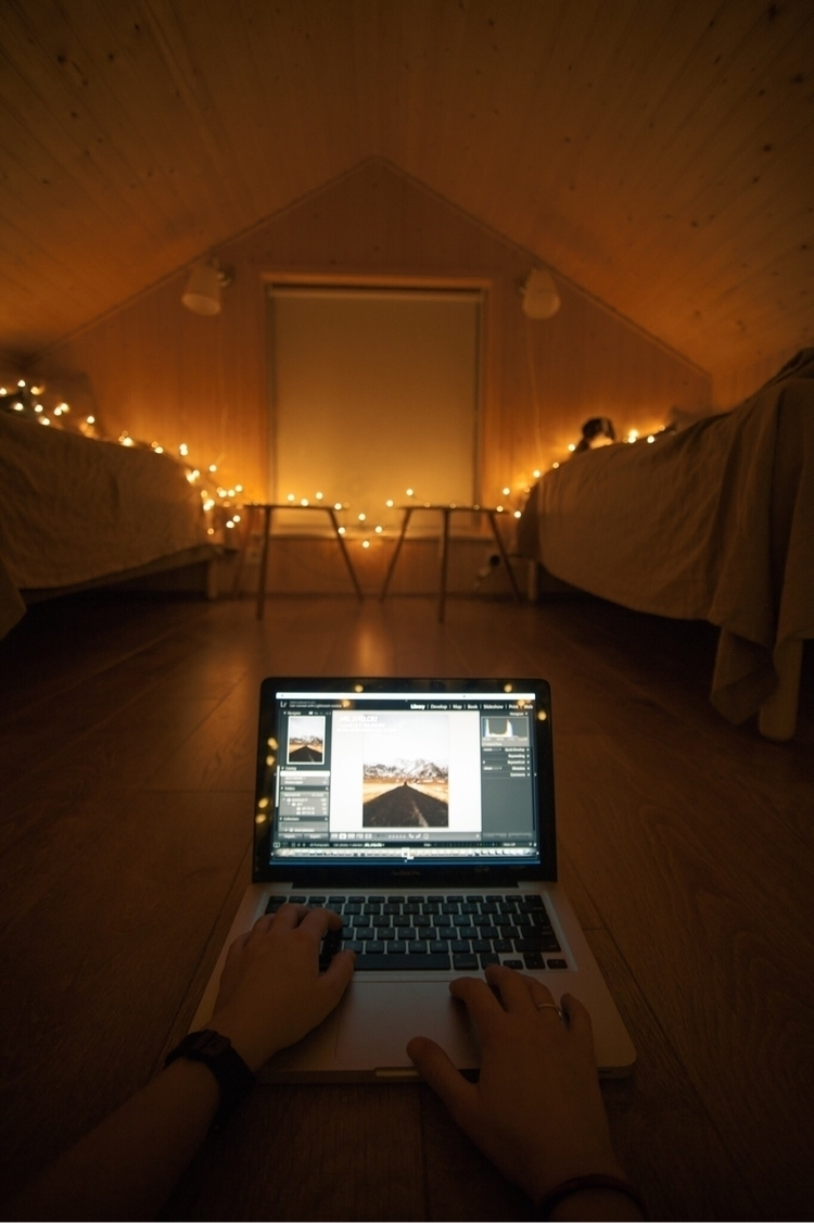 Cabin days Iceland - amslebrun | ello