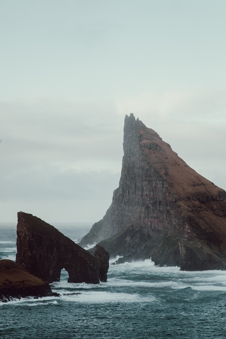 Lost waves - amslebrun | ello