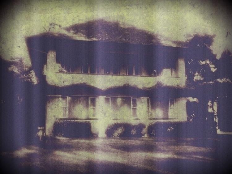 Vintage House - photomanipulation - sirhowardlee | ello